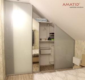 Двери-купе для встроенного шкафа в мансарде - идеи, фотографии, цены