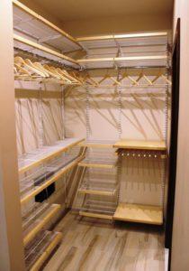 Встроенный угловой шкаф-купе