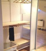 Встроенный шкаф-купе в мансарде - фотографии и цены