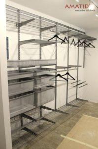 Встроенный шкаф-купе в гостиной. Фотографии, проекты и цены.