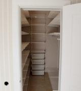 Гардеробная комната в кладовке - фотографии, идеи и цены